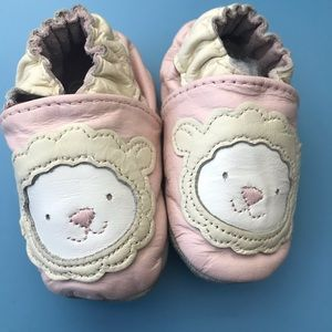 Robeez Lamb Leather Moccasins Size 0-6 months